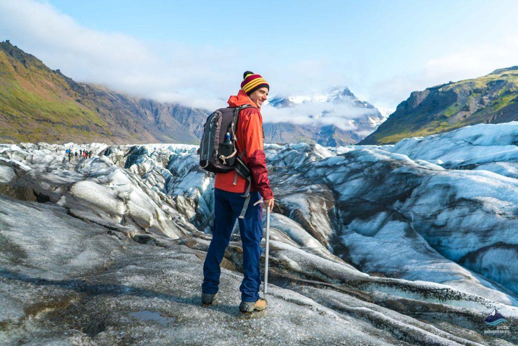 glacier hiking tour on svinafellsjokull glacier