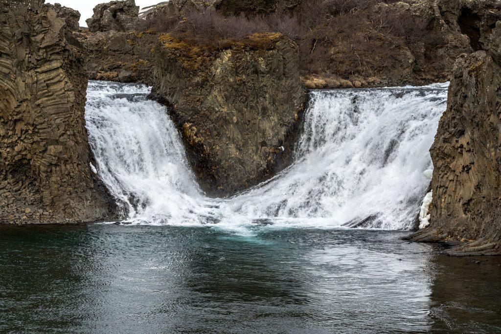 hjalparfoss-waterfall-Iceland