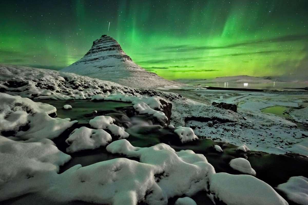 Northern Lights over mount kirkjufell