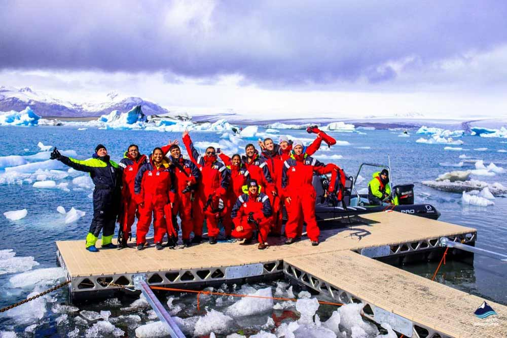 group at jokulsarlon boat tour