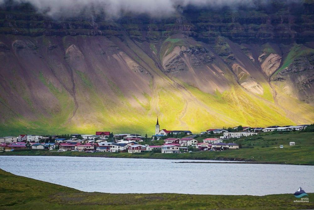 Grundarfjordur, the town of Kirkjufell