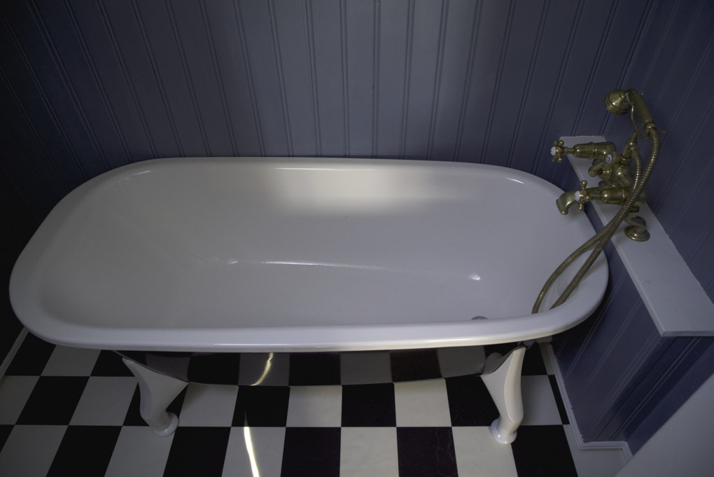 Bathtub in the luxury room at Wilderness Centre