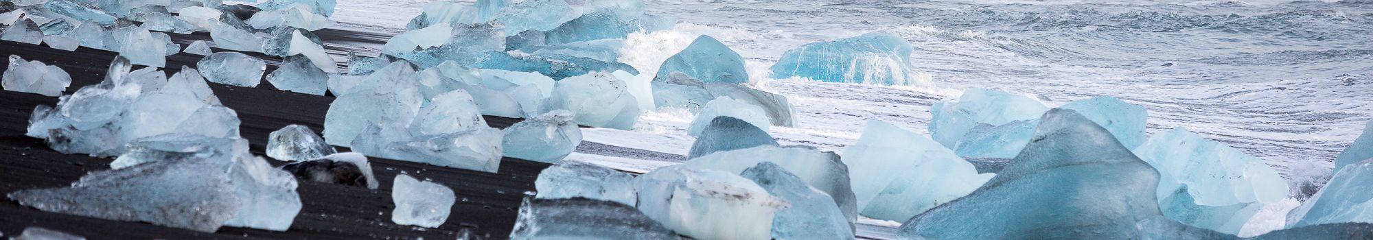 man-standing-jokulsarlon-glacier-lagoon