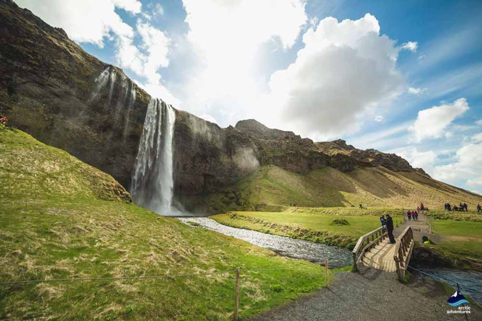 seljalandsfoss-waterfall-walk-behind
