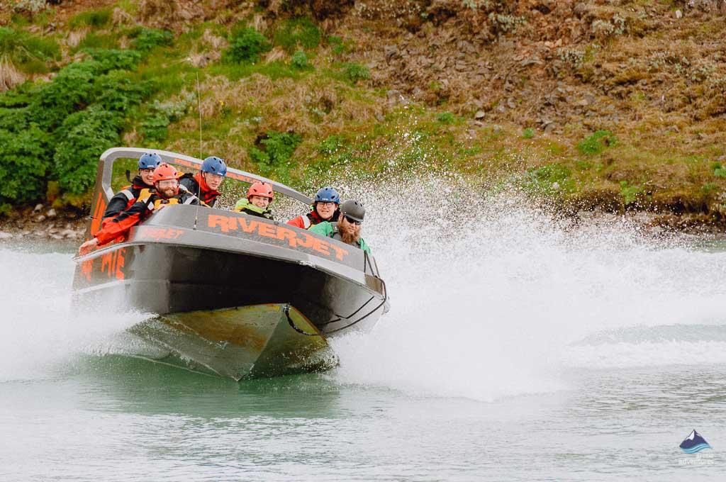 jet-boat-summer-action